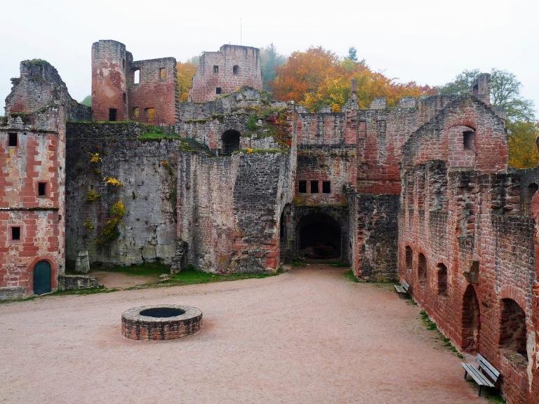 Hardenburg Schlosshof 005