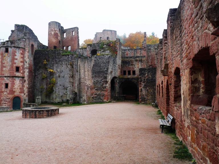 Hardenburg Schlosshof 006
