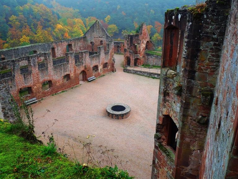 Hardenburg Schlosshof 007
